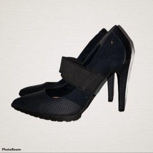 "Vera Wang dark blue heels 8 1/2  4 1/2"" heel"